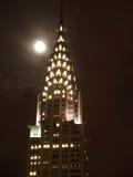 Chrysler-Gebäudeoberseite bis zum Nacht Stockfoto