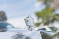 Chrysler imperialistisk prydnad på skärm Arkivfoton