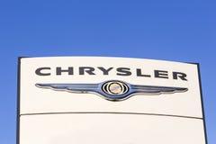 Chrysler-Logo auf einer Platte Stockfotos