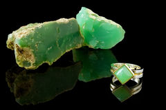 Chrysoprase Ring And Rough Royalty Free Stock Image