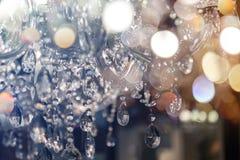 Chrystal枝形吊灯特写镜头 与拷贝空间的魅力背景 库存图片