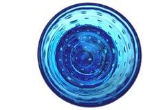 Chrystalglas met champagne of water op wit wordt geïsoleerd dat Royalty-vrije Stock Foto's