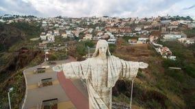 Chrystus królewiątko statua jest Katolickim zabytkiem na madery wyspie, Portugalia widok z lotu ptaka Zdjęcia Stock