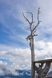 Chrystus na krzyżu w górach Zdjęcia Stock