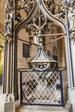 Chrzcielnica wśród Erfurt katedry Obrazy Stock