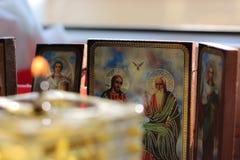 Chrześcijańskie ikony i zamazująca nafciana świeczka Obrazy Royalty Free