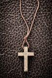 Chrześcijanina krzyż na biblii fotografia royalty free