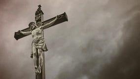 Chrześcijanina krzyż z jezus chrystus ukrzyżowanym. zdjęcie wideo