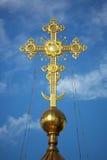 Chrześcijanina złocisty krzyż Fotografia Royalty Free