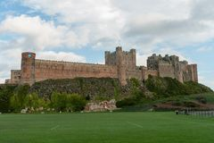 Château de Bamburgh, le Northumberland, de l'ouest Photo libre de droits
