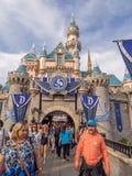 Château de beauté de sommeil chez Fantasyland en parc de Disneyland Image stock
