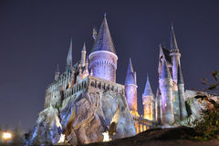 Château de Harry Potter à Orlando universel la nuit Photographie stock libre de droits