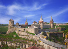 Château de Kamianets-Podilskyi au printemps Images stock
