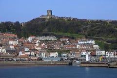 Château de Scarborough - ville et port Photos stock