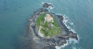 Chua Ba, Ho Ba, île, îlot, V?ng Tàu, Vietam, Asie, Asie du Sud-Est, longueur du bourdon 4k de l'île avec son temple, sanctuaire banque de vidéos