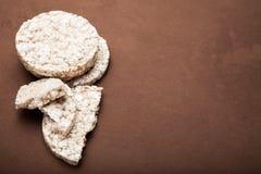 Chuchający ryżowy tort, kopii przestrzeń dla teksta zdjęcie royalty free