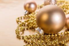 Chuchería brillante con el adorno de la Navidad Fotografía de archivo libre de regalías