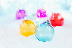 Chuchería de cristal azul delicada de la Navidad Imágenes de archivo libres de regalías