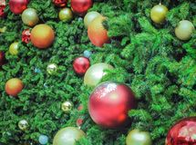 Chuchería de la decoración en el árbol de navidad adornado Imagen de archivo