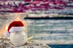 Chuchería de la Navidad con el sombrero de Papá Noel Imagen de archivo libre de regalías
