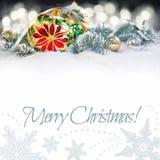 Chuchería de la Navidad con la poinsetia, ramas del árbol de navidad encendido Fotos de archivo libres de regalías