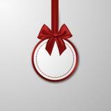 Chuchería de papel de la Navidad con el arco en el blanco Imagen de archivo