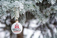 Chuchería de Ucrania en una rama de árbol de navidad Imagen de archivo libre de regalías