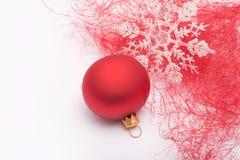 Chuchería y copo de nieve de la Navidad Imagen de archivo libre de regalías