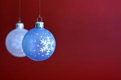 Chucherías colgantes de la Navidad Fotografía de archivo