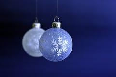 Chucherías colgantes de la Navidad Foto de archivo libre de regalías