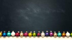 Chucherías coloridas de la Navidad del vintage en la pizarra Fotos de archivo