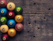 Chucherías coloridas de la Navidad en la madera Imagen de archivo