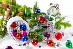 Chucherías de la Navidad para el fondo del blanco de la decoración Fotografía de archivo