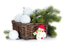 Chucherías de la Navidad y árbol de abeto de plata Imagen de archivo