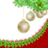 Chucherías de oro de la Navidad, frontera del acebo en blanco Foto de archivo libre de regalías