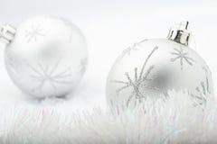 Chucherías de plata de la Navidad. Foto de archivo libre de regalías