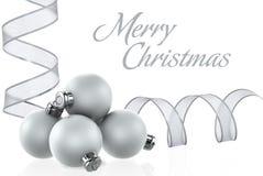 Chucherías de plata y cintas de plata XXL de la Navidad Foto de archivo libre de regalías