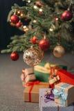 Chucherías en el árbol de navidad Fotografía de archivo