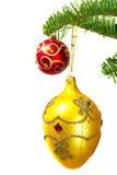Chucherías en el árbol de navidad Fotos de archivo libres de regalías