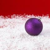 Chucherías púrpuras de la Navidad Imagen de archivo libre de regalías
