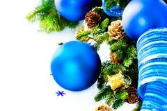 Chucherías y decoración azules de la Navidad Imagenes de archivo