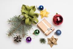 Chucherías y decoraciones de la Navidad Imagen de archivo libre de regalías