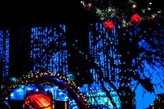 Chucherías y luces Mercado de la Navidad del ` s de Edimburgo, príncipes Street Imagen de archivo