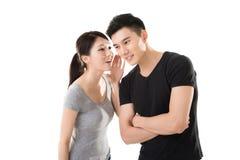 Chuchotement asiatique de couples Photographie stock