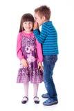 Chuchotement de petit garçon et de fille Photo libre de droits