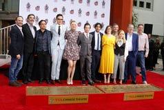 Chuck Lorre Johnny Galecki, Jim Parsons, Kaley Cuoco, Simon Helberg, Kunal Nayyar, Mayim Bialik, Melissa Rauch royaltyfria foton
