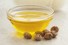 Chufaolie en noten Stock Afbeeldingen