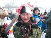 Chukotka i Bilibino, Chukchi Händelser och handel, nationella kläder ganska vinter arkivbilder