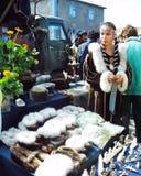 Chukotka i Bilibino, Chukchi Händelser och handel, nationella kläder royaltyfri fotografi