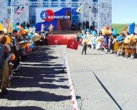 Chukotka i Bilibino, Chukchi Händelser och handel, nationella kläder royaltyfri foto
